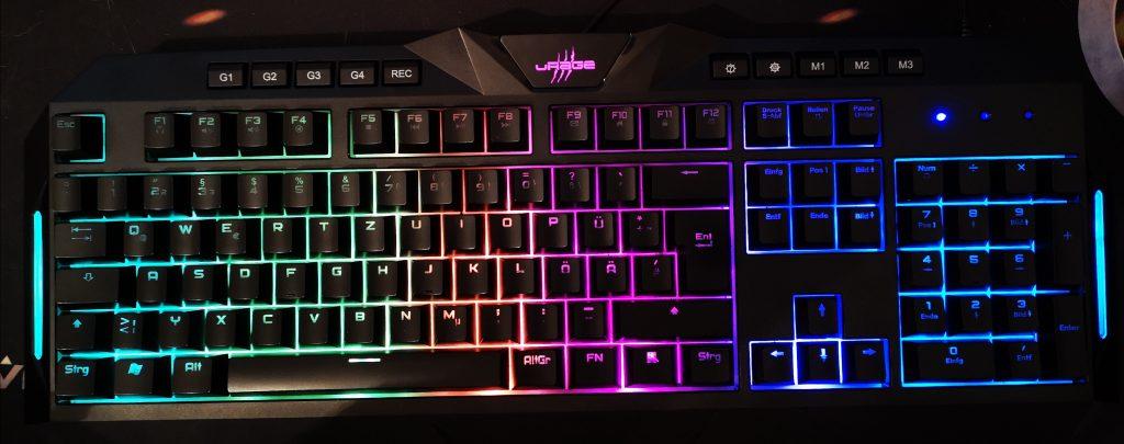 Die Exodus 700 Tastatur erstrahlt schön in vielen Farben